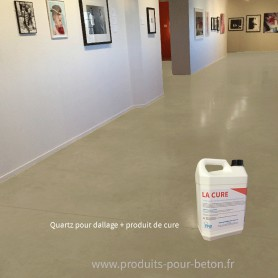 Quartz dallage plus produit de cure couleur ivoire.
