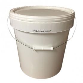 Seau avec couvercle     10,8 litres ou 21,5 litres.